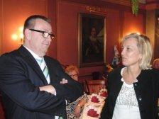 Obmann Neubauer mit Bürgermeisterin Gabi Maw
