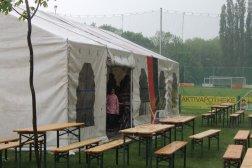 Einige wackere hielten im Zelt durch