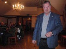 Wahlobmann Schuster gratuliert dem neugewählten Vorstand