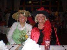Strahlend: Karin Bayer und Monika Mayer