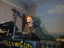 Mr. Hollywood am Keyboard