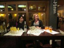 Karin und Sabine beim Aperitif
