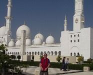 Foto mit Vereinsschal in Abu Dhabi