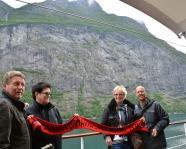Foto mit Vereinsschal in Geiranger