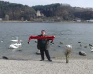 Foto mit Vereinsschal in Aschach an der Donau