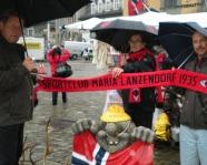 Foto mit Vereinsschal in Bergen