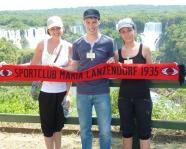 Foto mit Vereinsschal in Iguazú-Wasserfälle